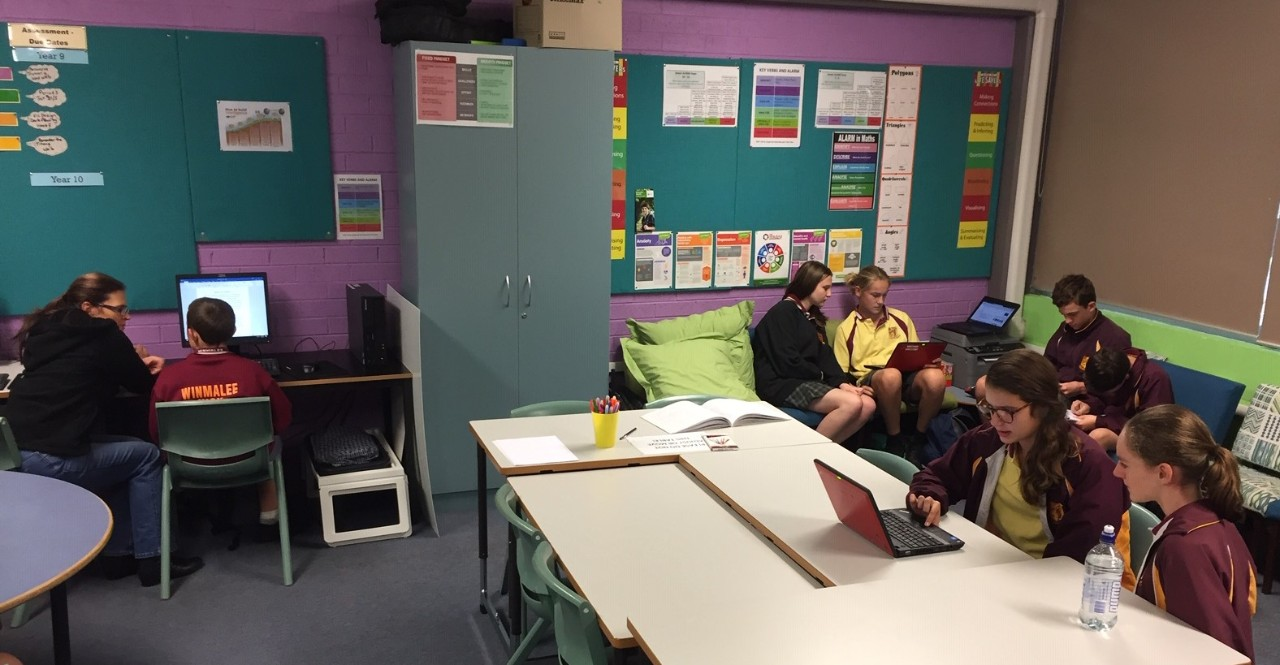 Students at desks and on couches studying in Learning Hub